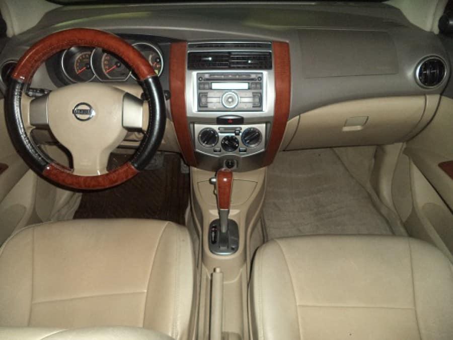 2010 Nissan Interstar - Interior Front View