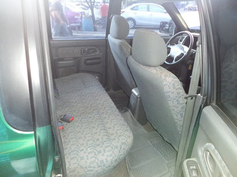 2001 Mitsubishi L200/Pick Up - Interior Rear View