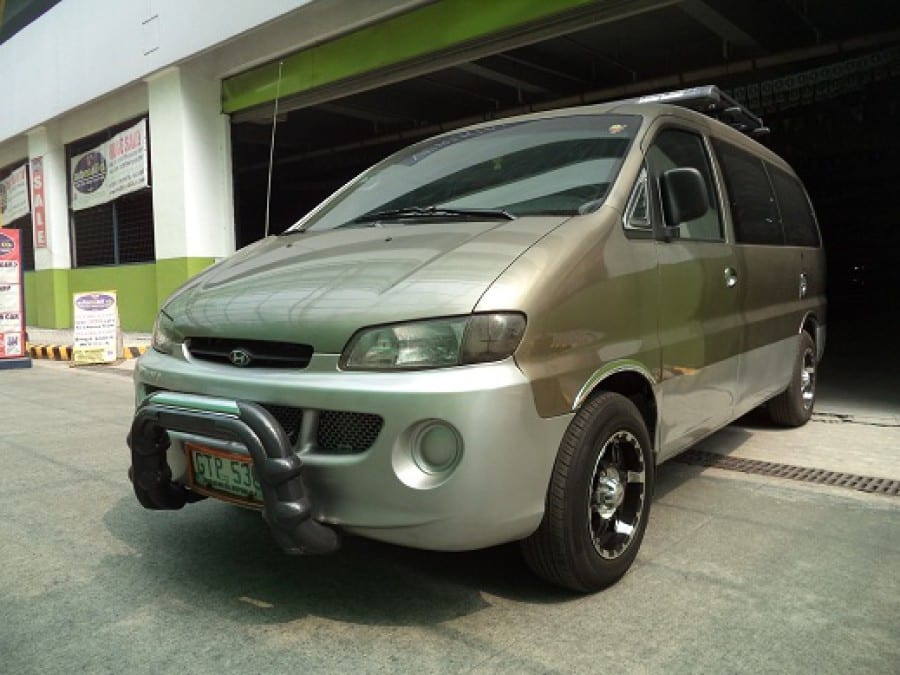 2004 Hyundai Starex - Front View