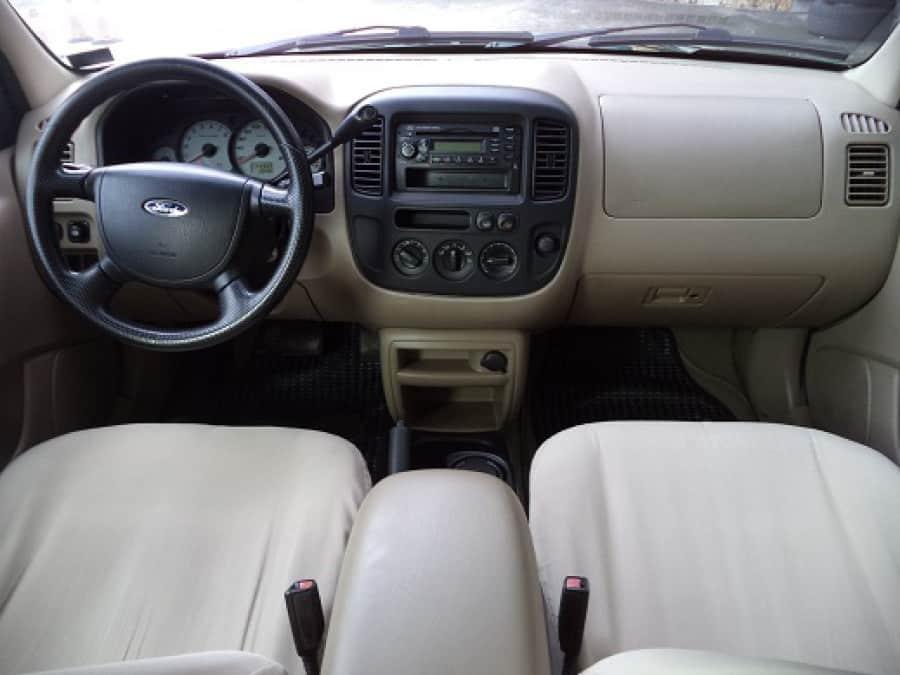 2005 Ford Escape - Interior Front View