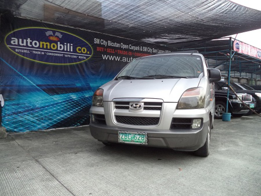 2005 Hyundai Starex - Front View