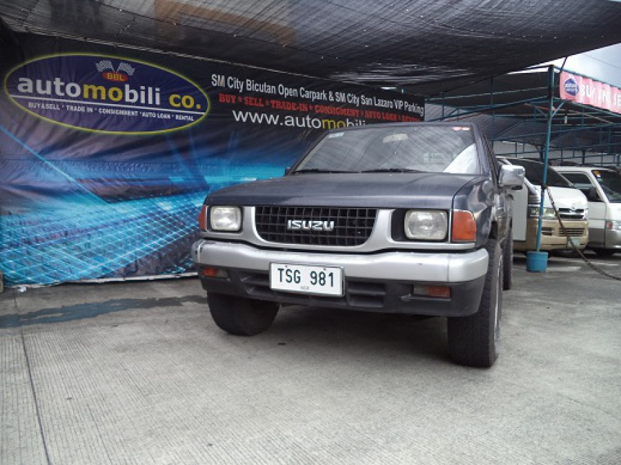 1995 Isuzu Pickup - Front View