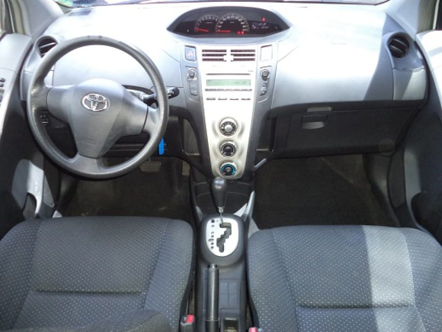 2008 Toyota Yaris - Interior Front View