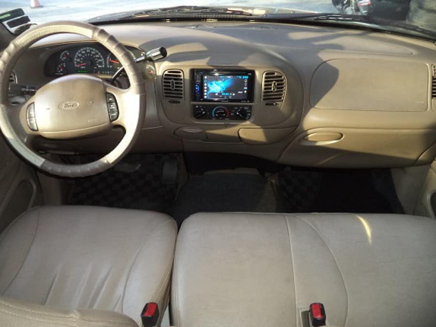 2000 Ford Expedition - Interior Front View