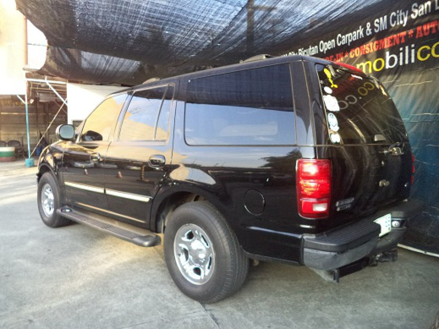 2000 Ford Expedition - Rear View