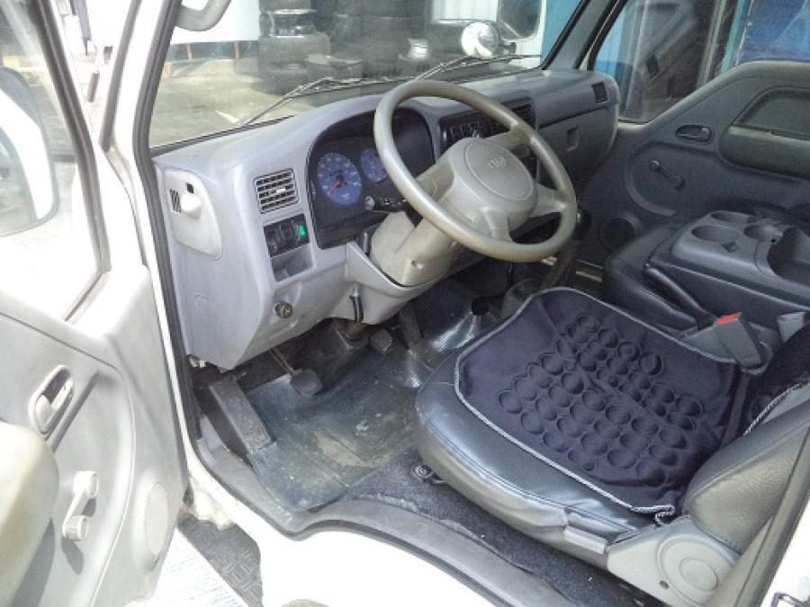 2004 Kia KC 2700 - Interior Front View