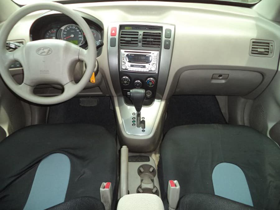 2005 Hyundai Tucson - Interior Front View