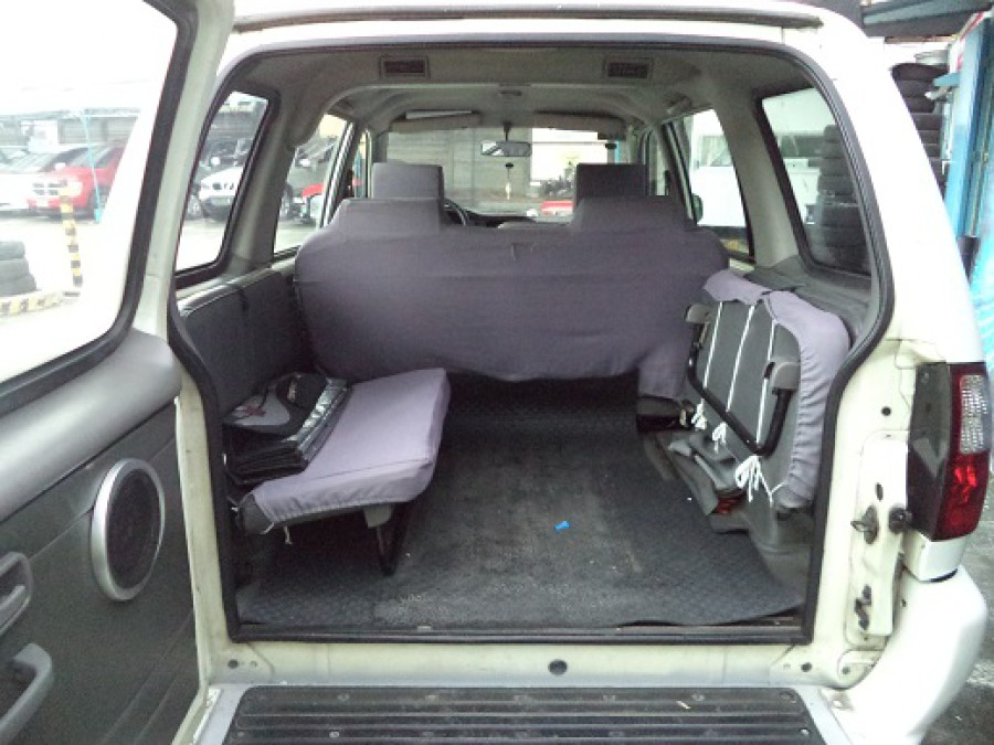 2006 Isuzu Crosswind - Interior Rear View