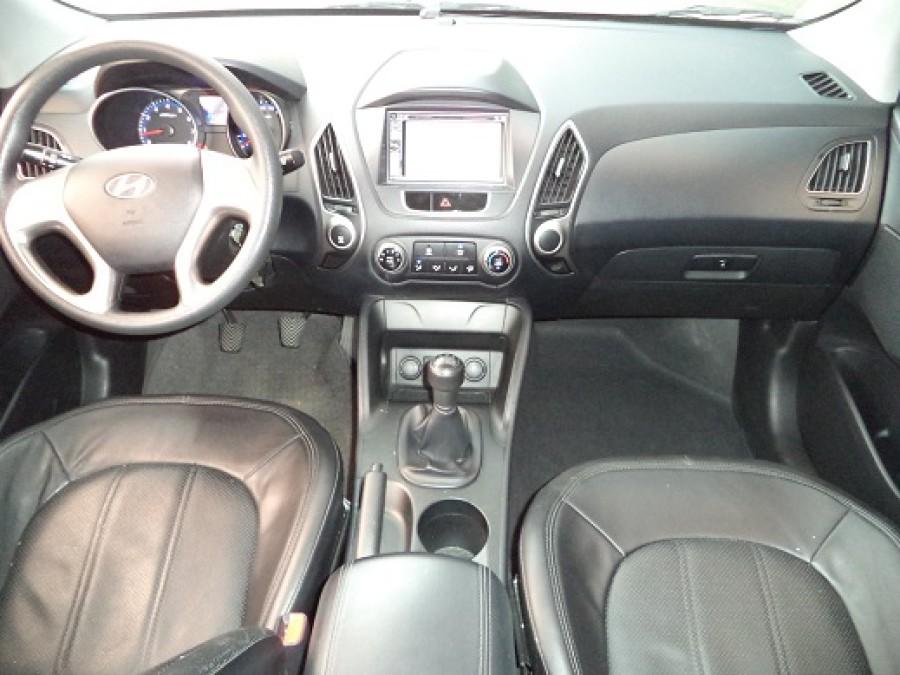 2010 Hyundai Tucson - Interior Front View