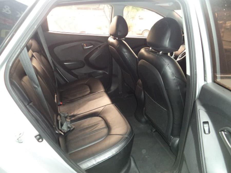 2010 Hyundai Tucson - Interior Rear View