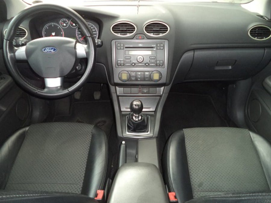 2007 Ford Focus - Interior Front View