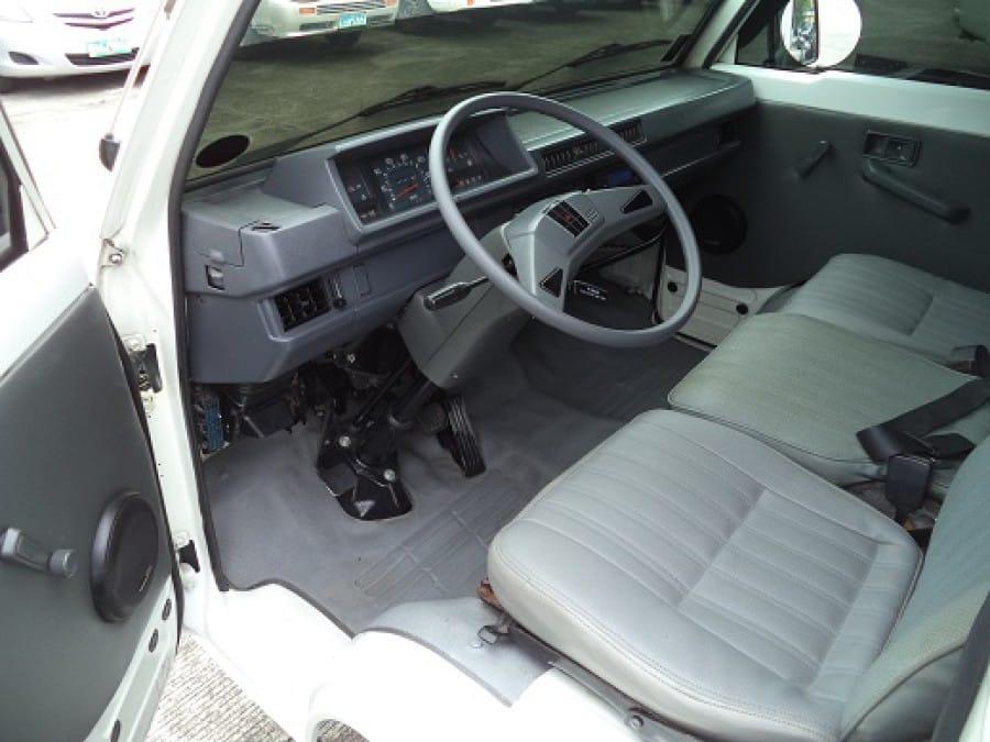 2013 Mitsubishi L300 - Interior Front View