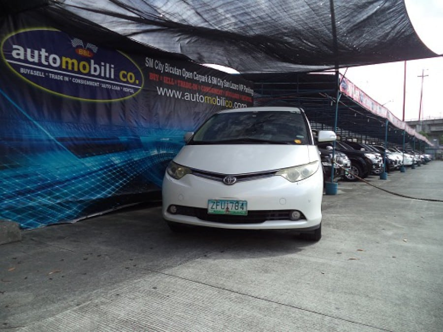 2006 Toyota Previa - Front View