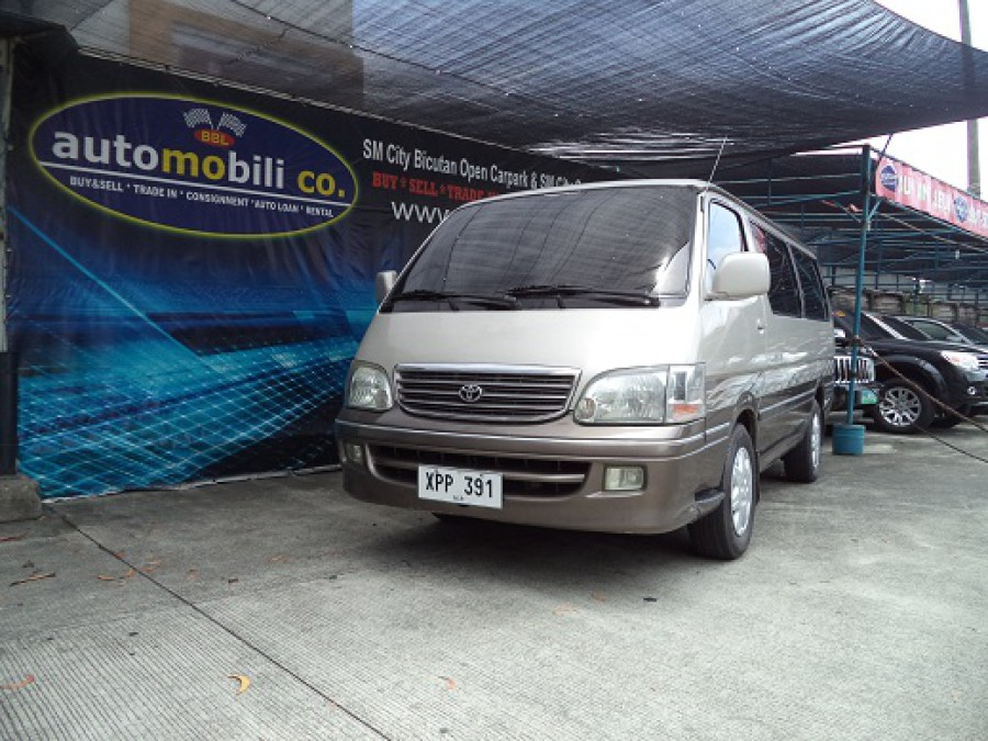 2004 Toyota HiAce - Front View
