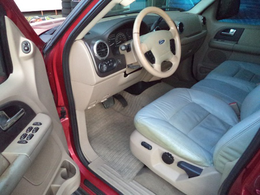 2003 Ford Expedition - Interior Front View