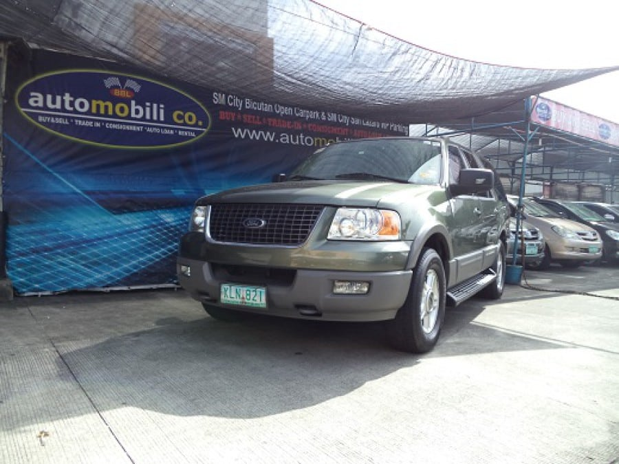 2004 Ford Expedition - Front View