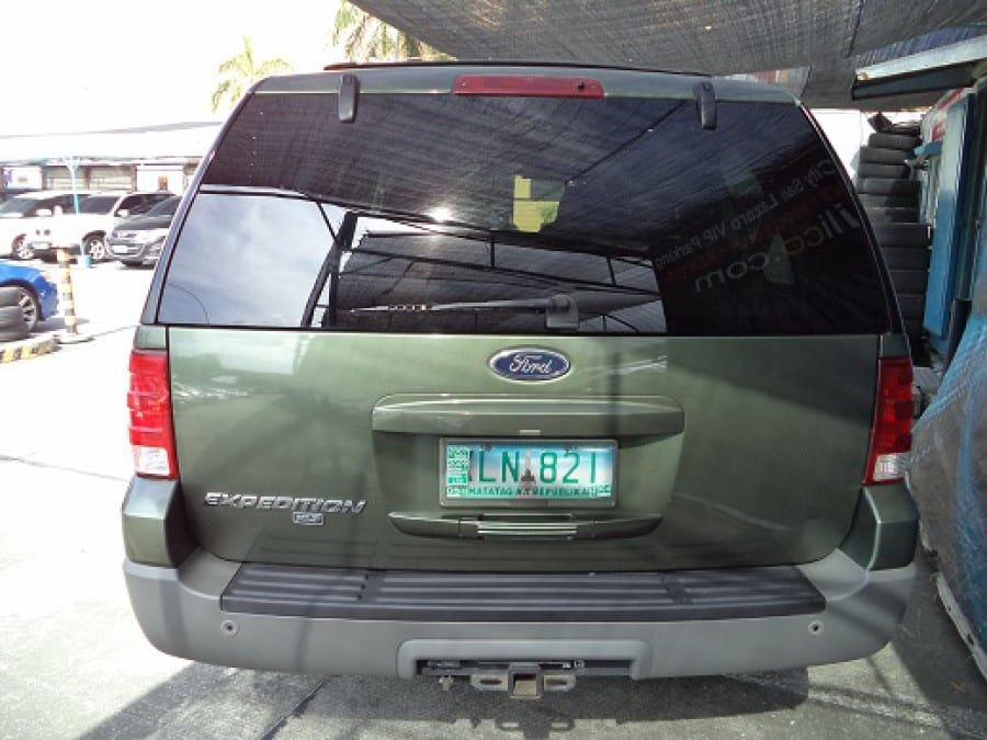 2004 Ford Expedition - Rear View