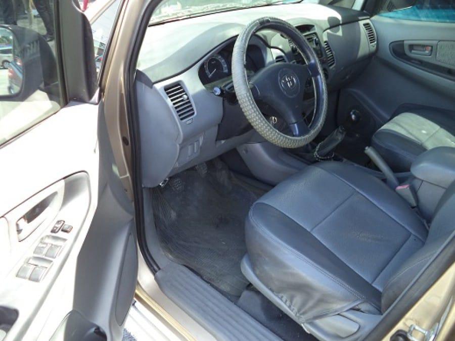 2005 Toyota Innova E - Interior Front View