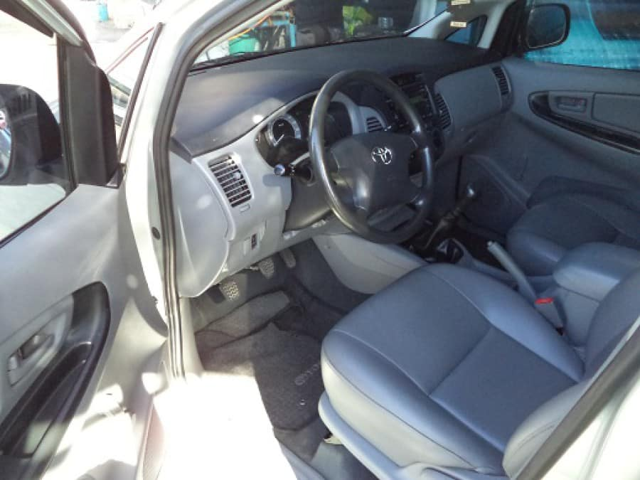 2011 Toyota Innova J - Interior Front View