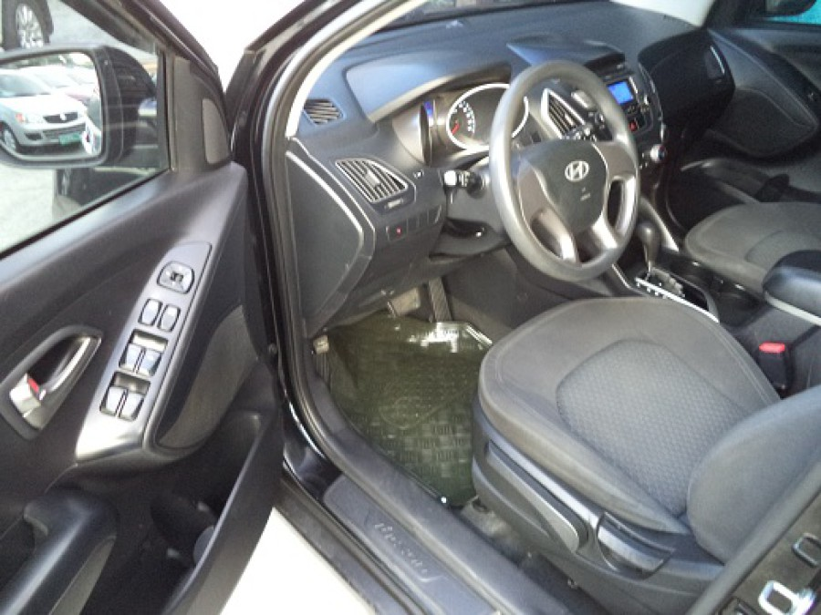 2011 Hyundai Tucson - Interior Front View