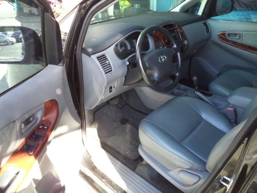 2010 Toyota Innova V - Interior Front View