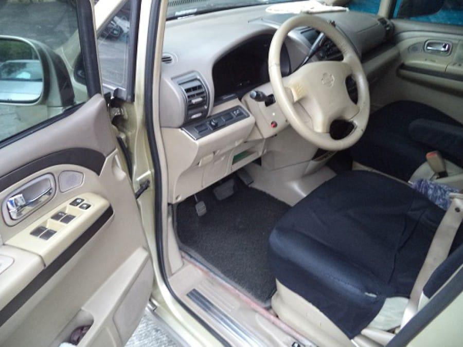 2005 Nissan Serena - Interior Front View