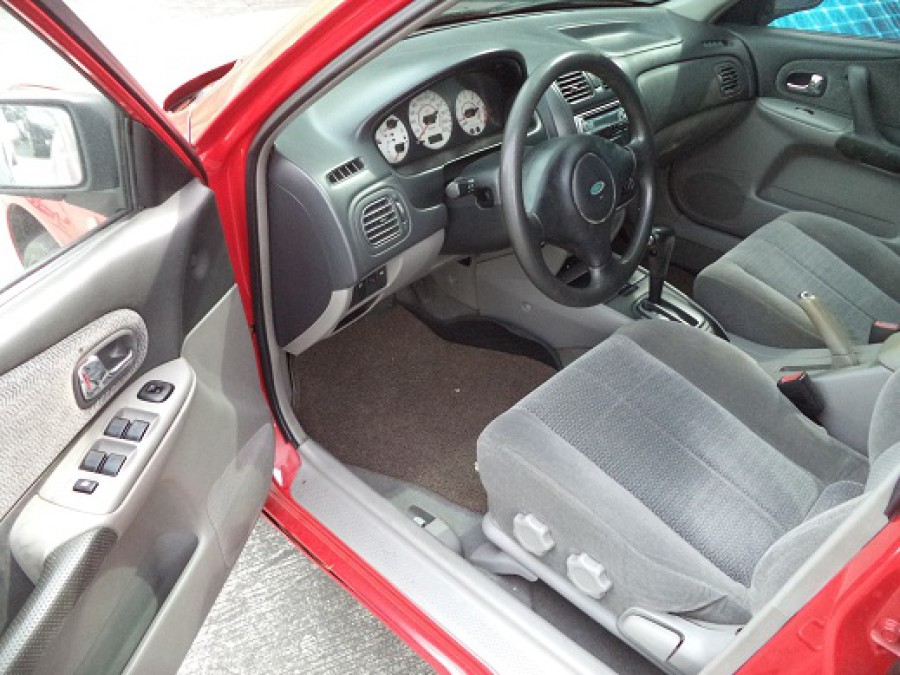 2004 Ford Lynx - Interior Front View