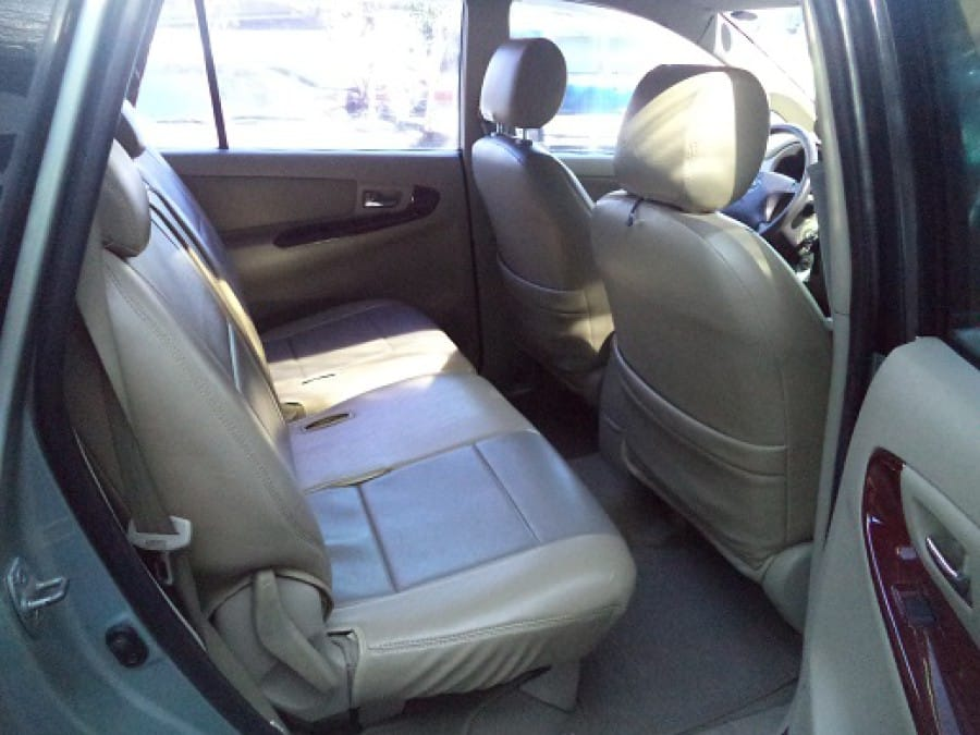2006 Toyota Innova G - Interior Rear View