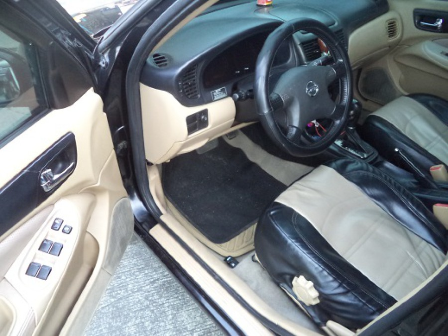 2004 Nissan Sentra - Interior Front View
