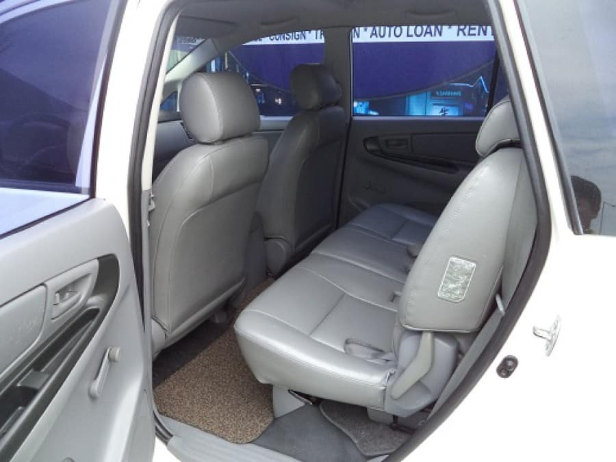2005 Toyota Innova J - Interior Rear View