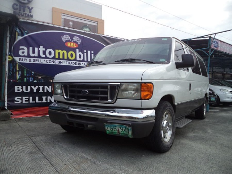 2007 Ford E-150 - Front View