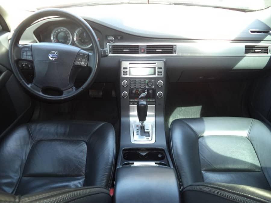 2010 Volvo XC70 - Interior Front View
