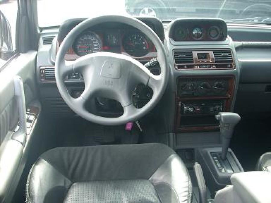2000 Mitsubishi Pajero - Interior Front View