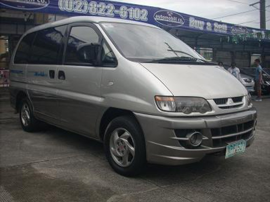 2004 Mitsubishi Space Gear - Front View