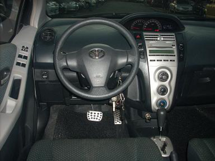 2007 Toyota Yaris - Interior Front View