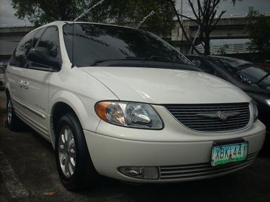2002 Chrysler Town & Country - Front View