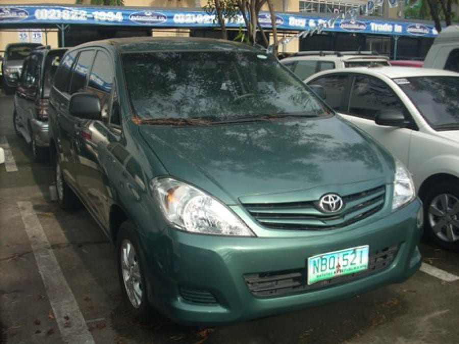 2009 Toyota Innova E - Front View