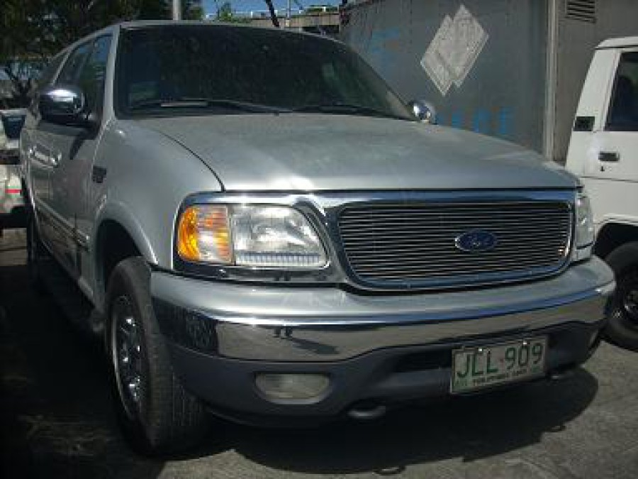 2000 Ford Expedition - Front View