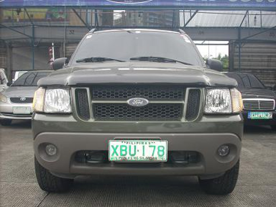 2001 Ford Explorer Sport Trac - Front View