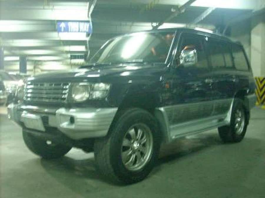 2002 Mitsubishi Pajero - Front View