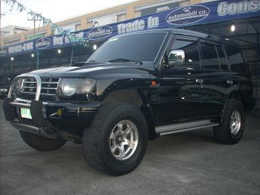 2001 Mitsubishi Pajero - Front View