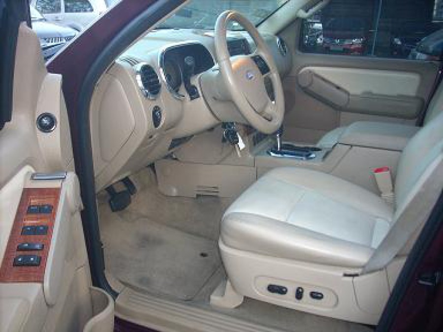 2008 Ford Explorer - Interior Front View