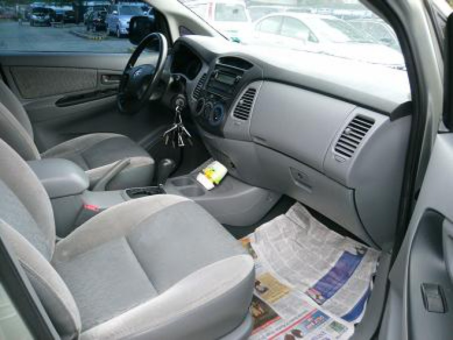 2008 Toyota Innova E - Interior Front View