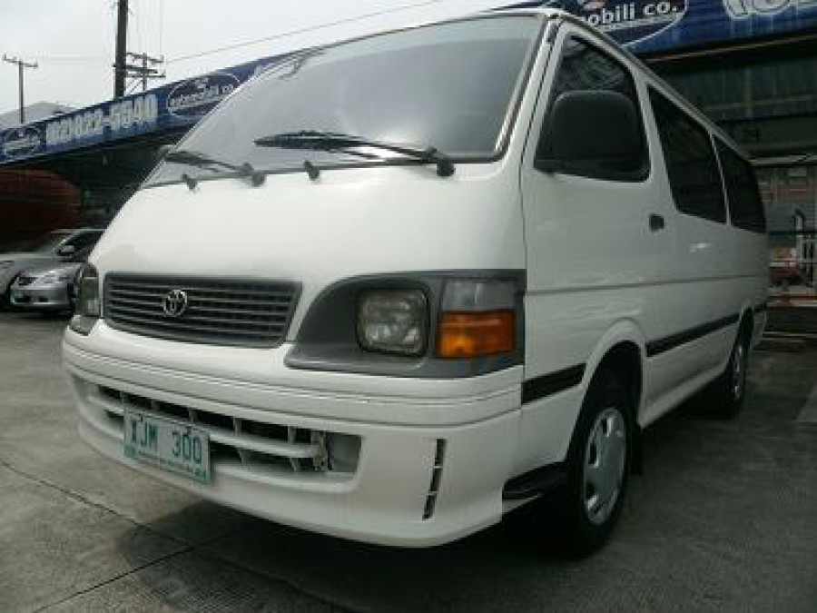 2003 Toyota HiAce - Front View