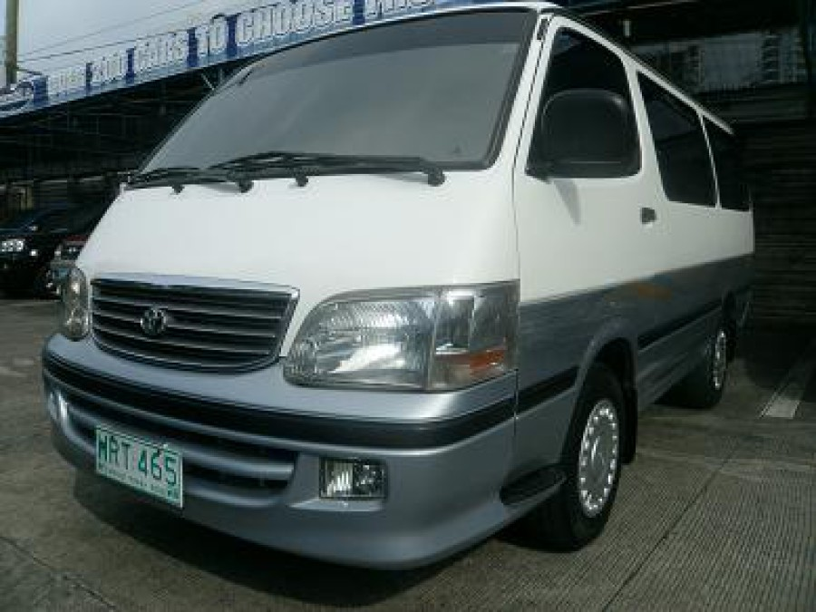 2000 Toyota HiAce - Front View