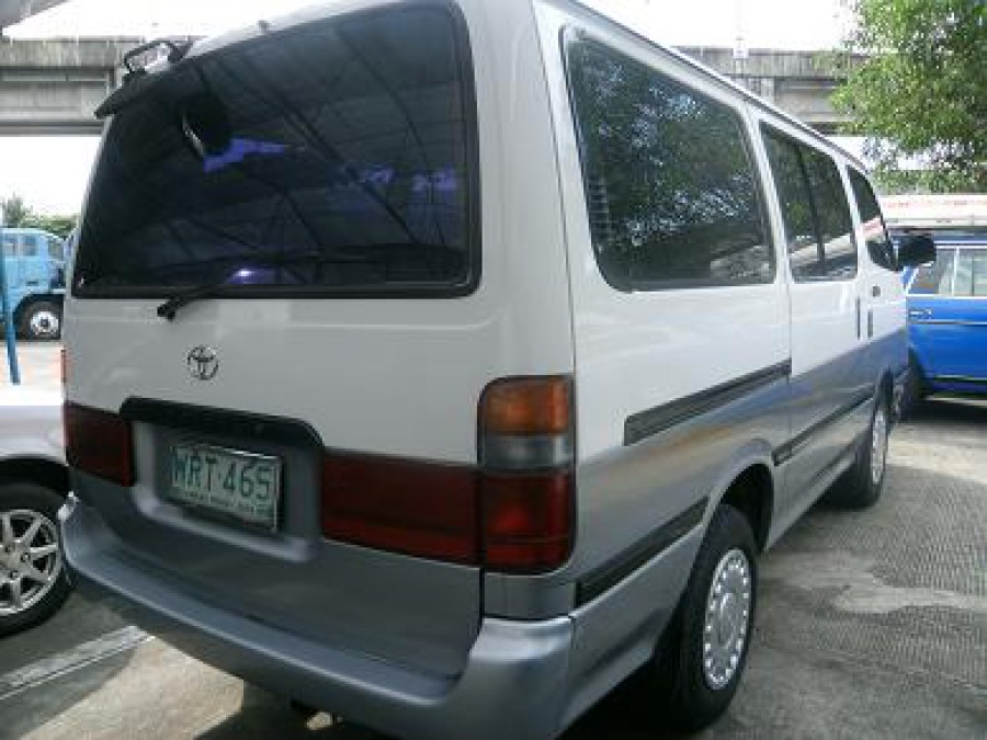 2000 Toyota HiAce - Rear View