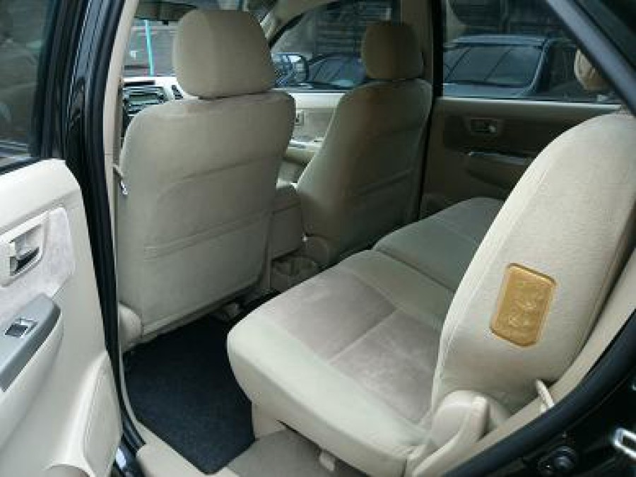 2006 Toyota Fortuner - Interior Rear View