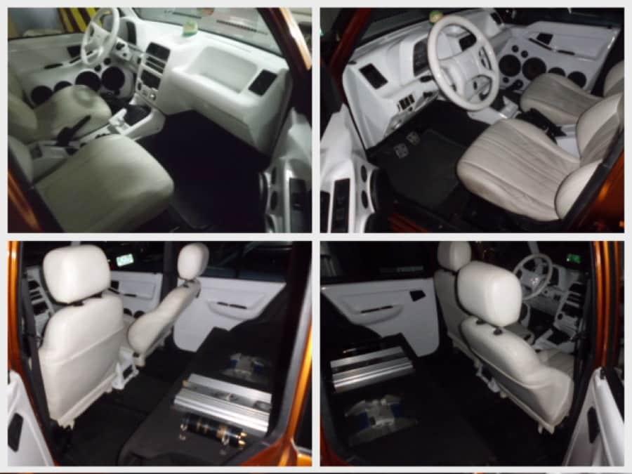 1996 Suzuki Vitara - Interior Front View