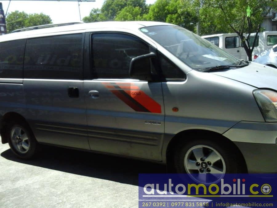 2005 Hyundai Starex - Right View