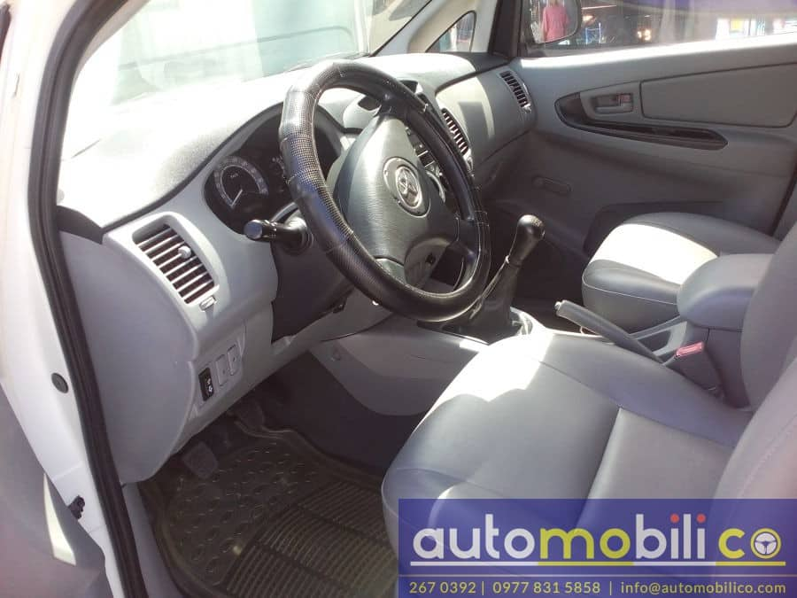 2009 Toyota Innova J - Interior Front View